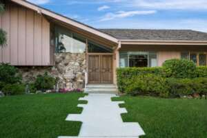 You Could Win A Chance To Stay At The 'Brady Bunch' House