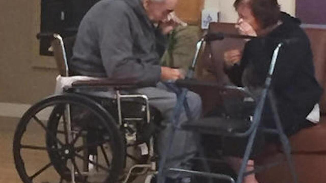 Photo of separated elderly couple gets attention