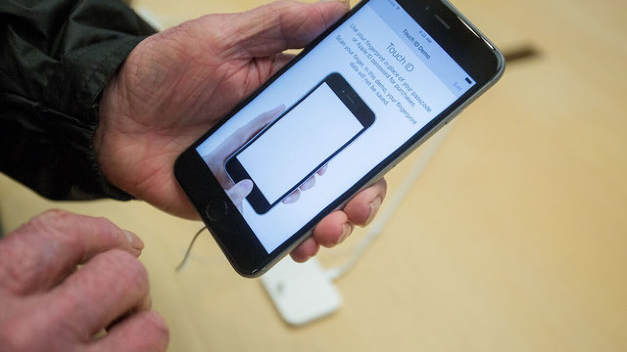 Apple working to fix iPhone 6 glitch