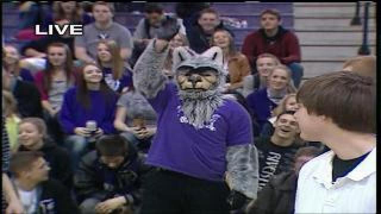 Riverton mascot stands in for students with leap year birthdays