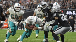 Miami Dolphins QB Jacoby Brissett runs for TD in fourth quarter at Las Vegas Raiders in 2021