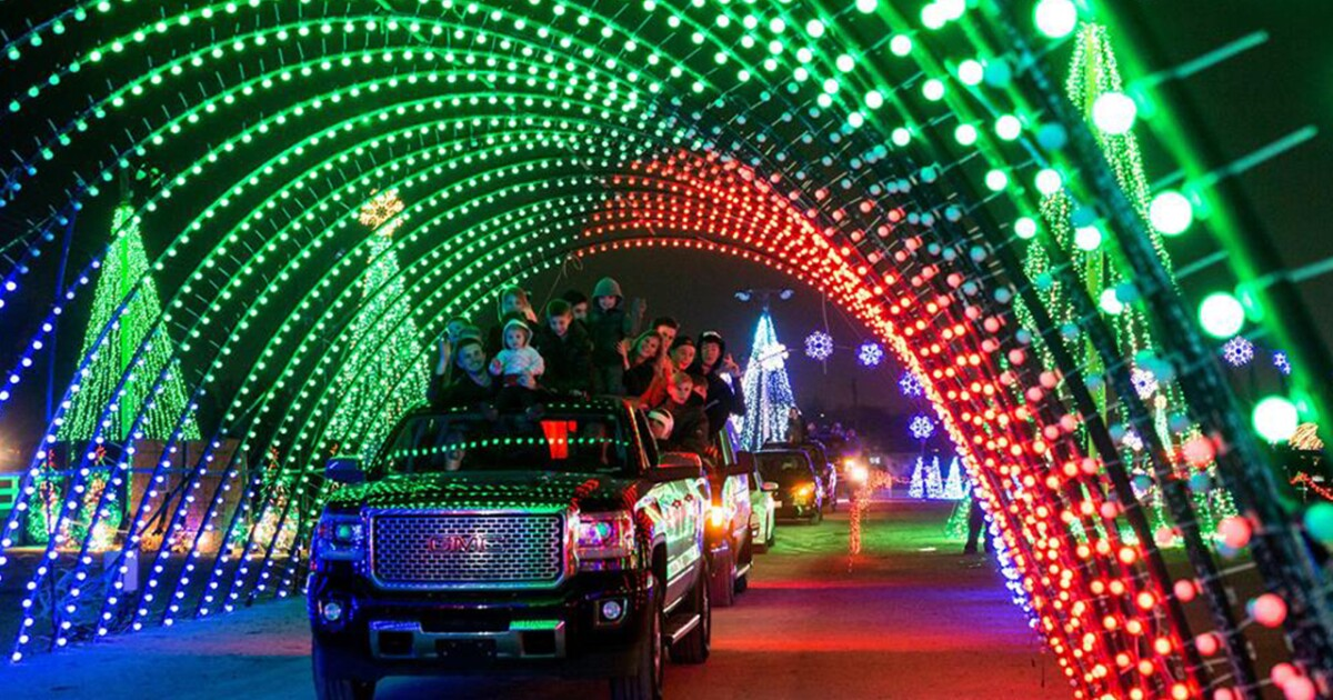Christmas In Color.Mile Long Synchronized Christmas Light Display Opening Near