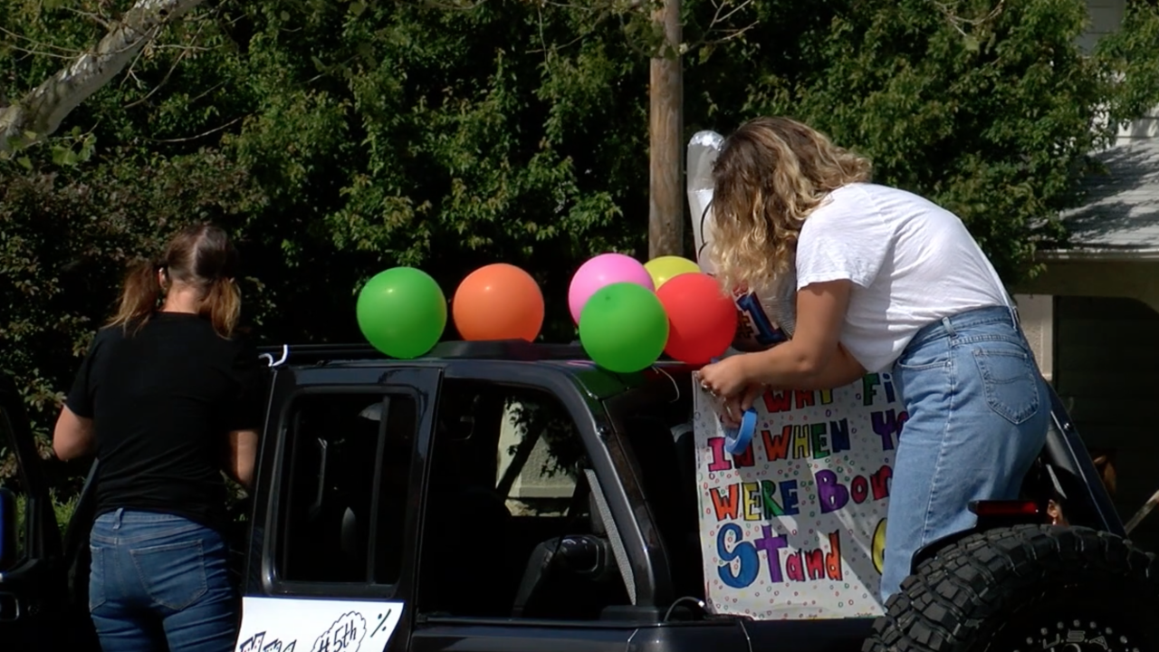 Gladstone Elementary teacher parade.png