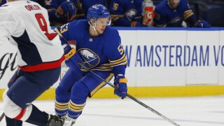 Skinner adamant he wants to remain with Sabres despite recent struggles