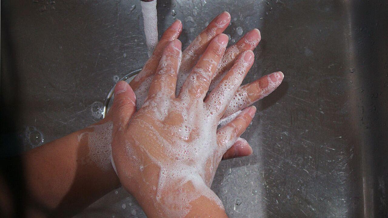 Flu prevention: Handwashing or handsanitizer?