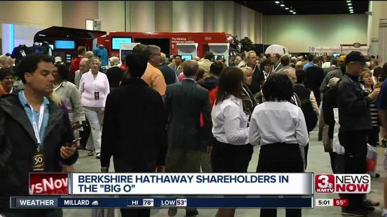 Visitors arrive for Berkshire Hathaway weekend