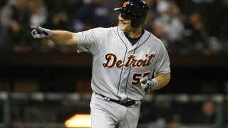 Tigers rally past White Sox for doubleheader split
