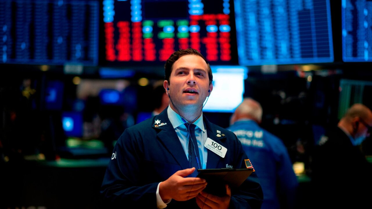Dow heads higher, shrugging off recession warning sign