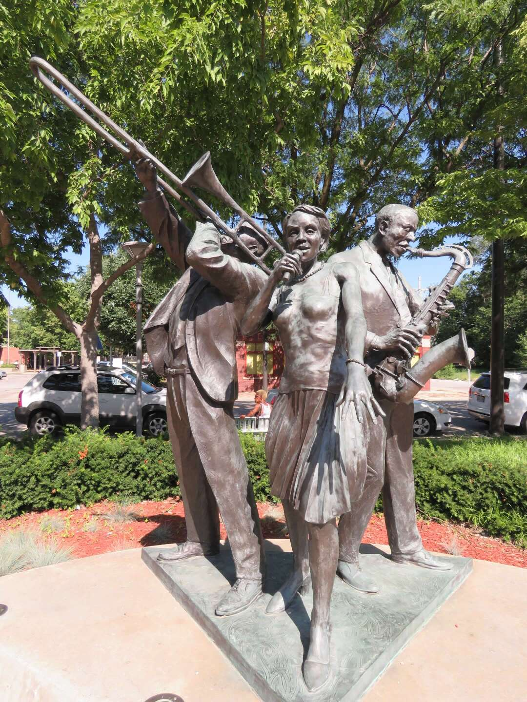 Jazz Trio sculpture celebrates 24th and Lake's jazz history.JPG