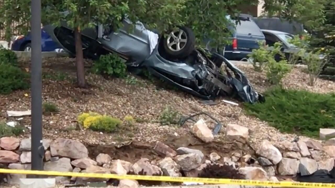 810da67b0ab2 Rollover crash in Aurora leaves 1 dead