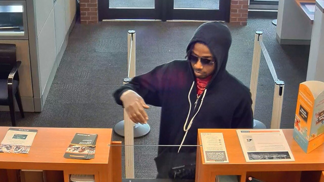 Two hoodie-wearing bandits rob PNC bank in Akron