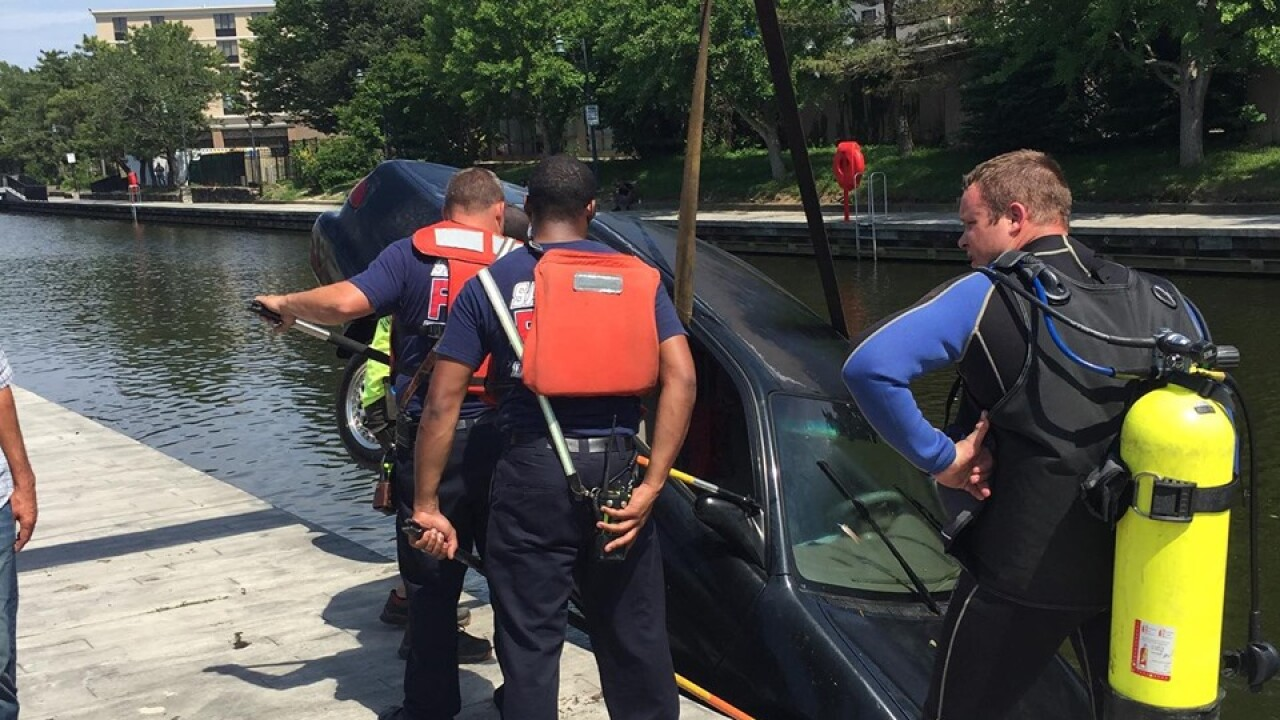 Fire crews remove car from Wicomico River