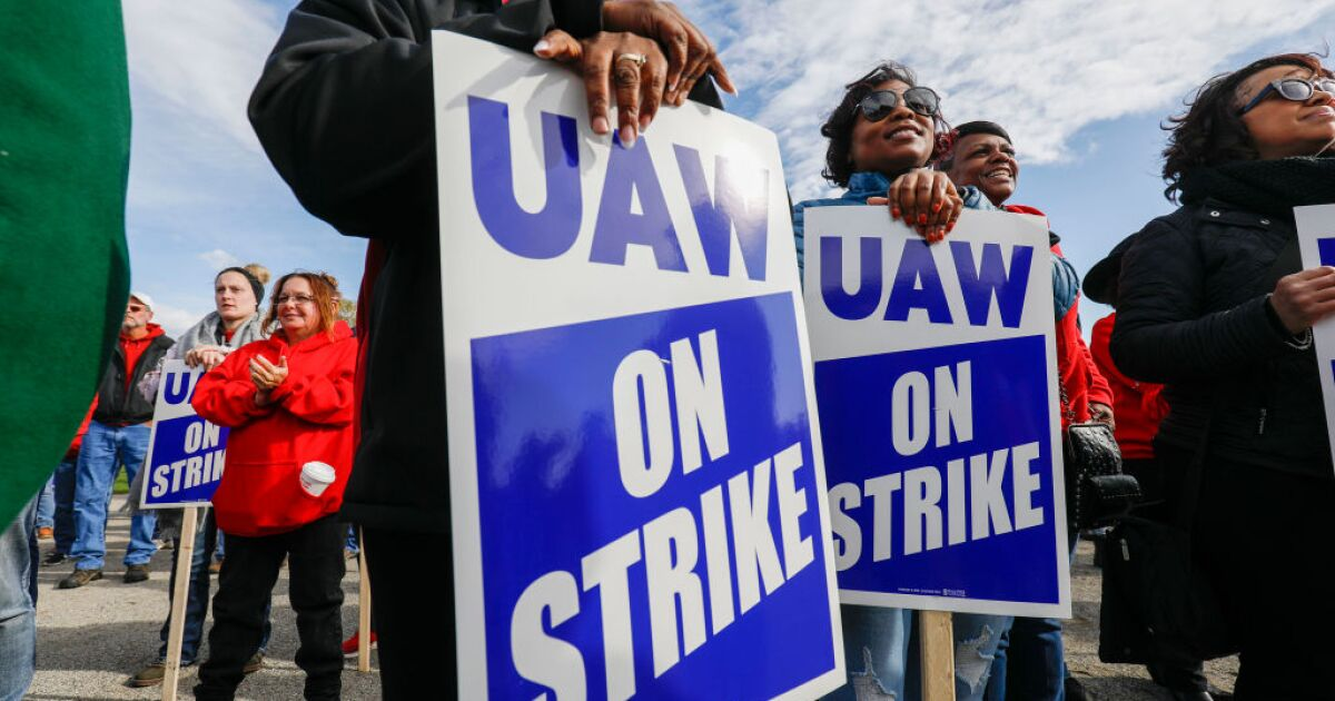 Economist urges action to end GM-UAW strike to stop economic bleeding in 3 states