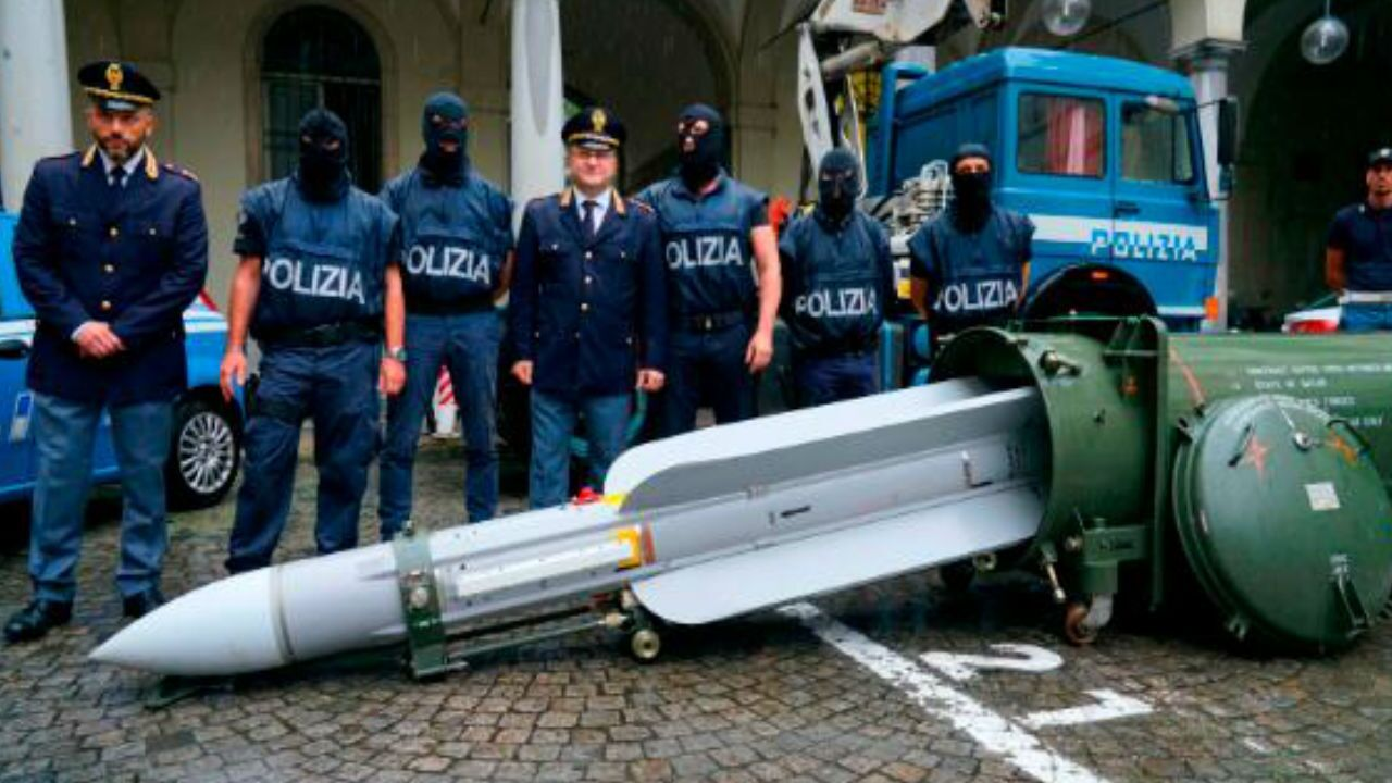 Italian Authorities Seize military weapons