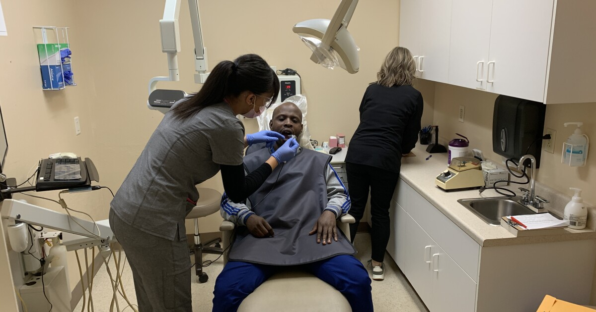 Multilingual Refugees Given Free Dental Check Ups