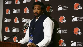 Sports reporter spots Myles Garrett being Myles Garrett: talking to a homeless man