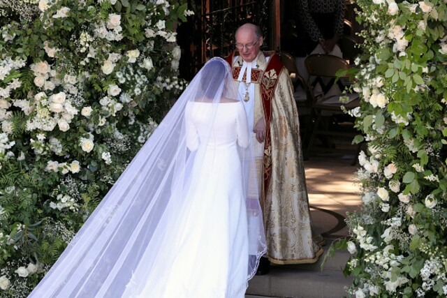 Royal Wedding: See photos of Meghan Markle's stunning wedding dress