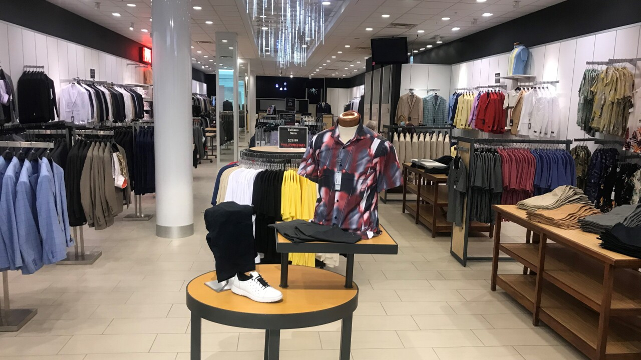 Philip Michael Lynnhaven Mall soft opening 6.jpg
