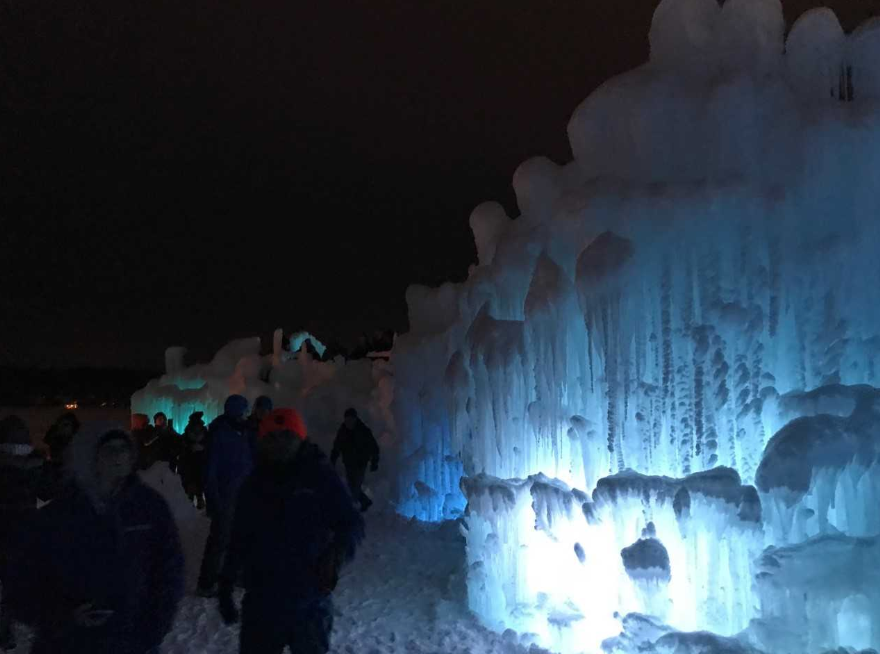 ice castles night 11.PNG