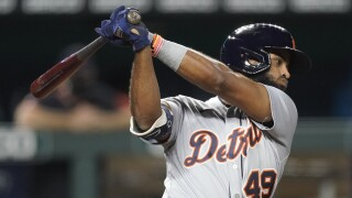 Tigers use big first inning to edge Royals