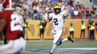 Michigan QB Shea Patterson throws TD pass for North in Senior Bowl win