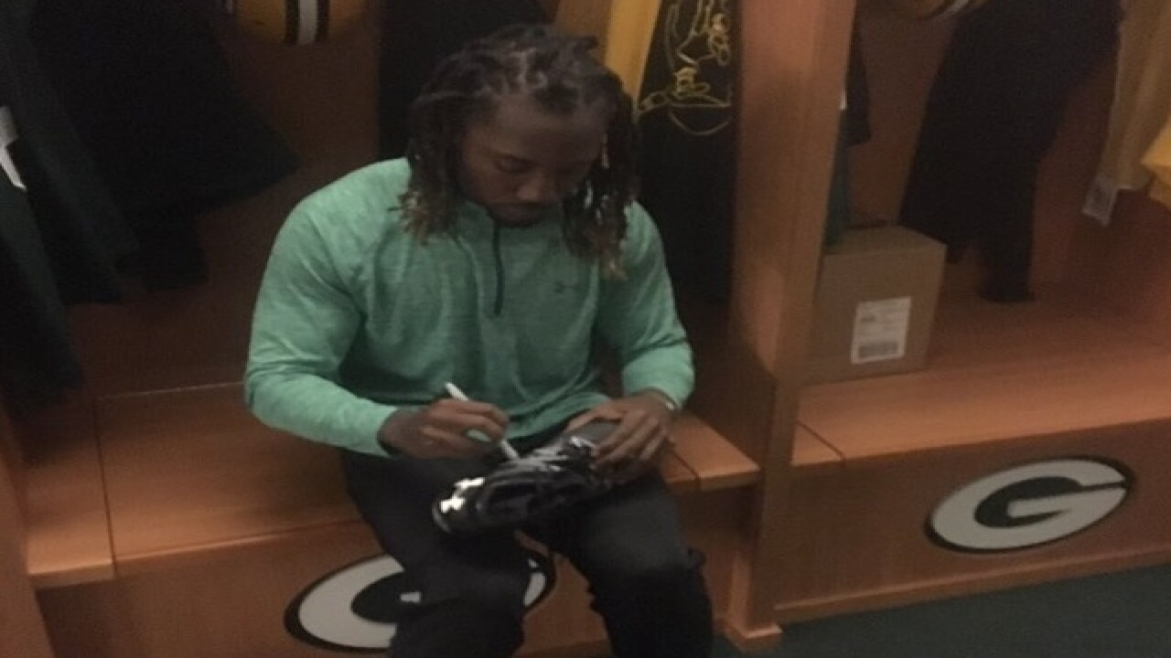 Packers fans give Davon House a ride to OTAs
