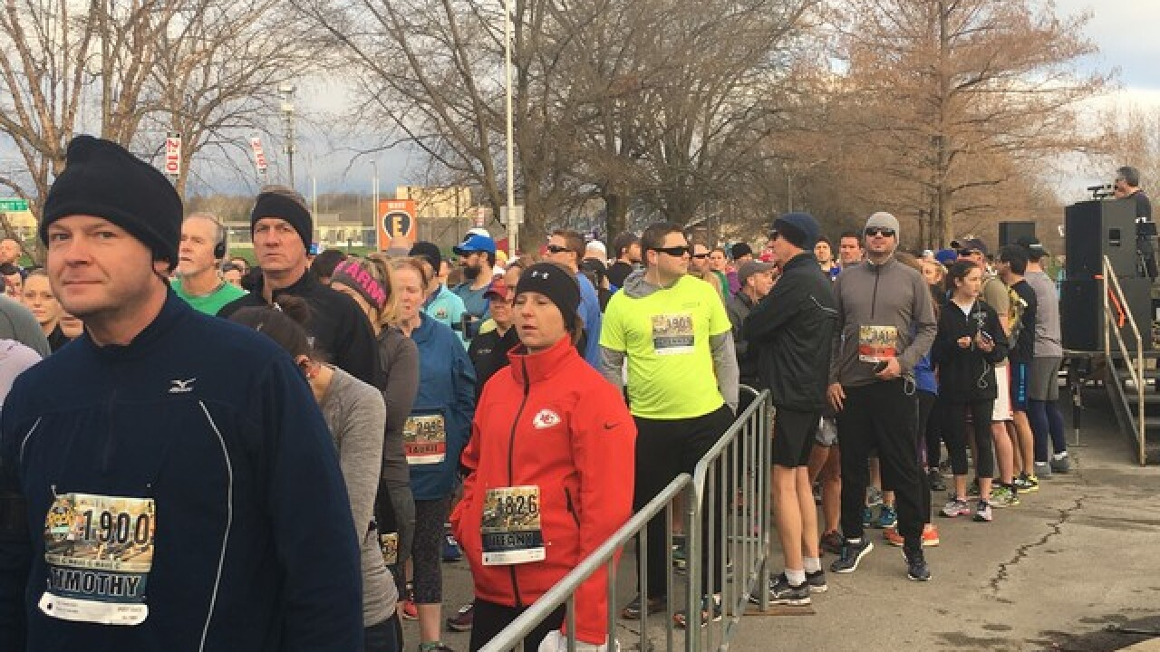 Thousands of runners Rock the Parkway