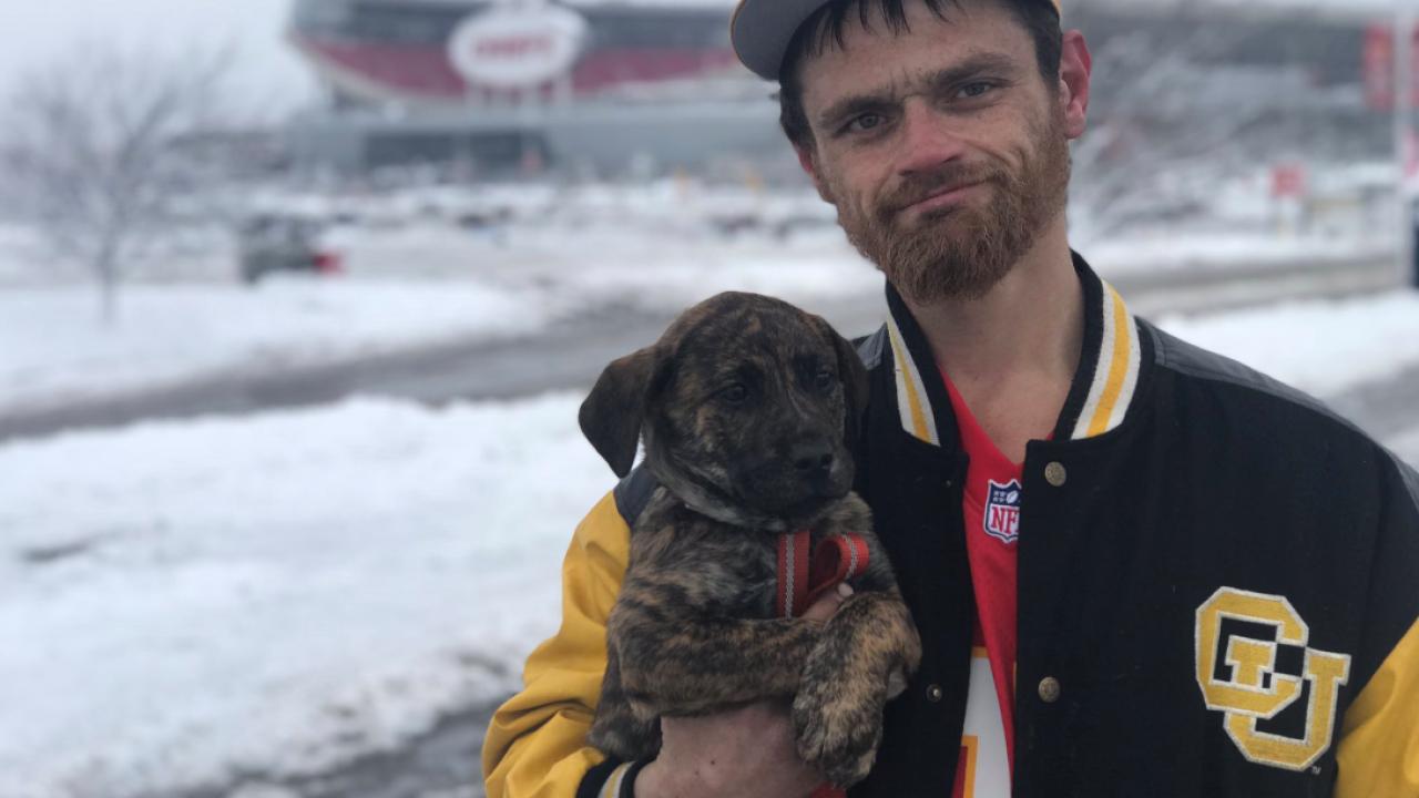 Homeless man helps Chiefs player