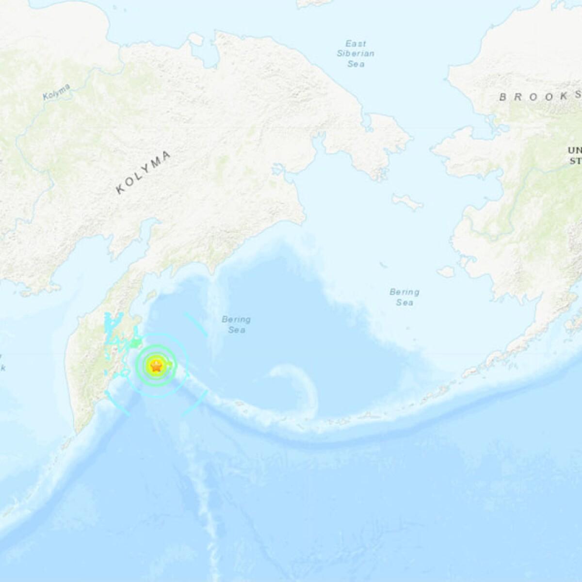 Strong quake off Russia coast triggers tsunami warning