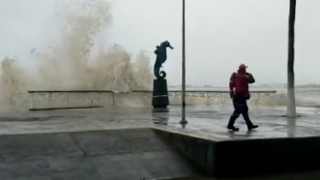 Fierce Hurricane Willa closes in on Mexican resort area