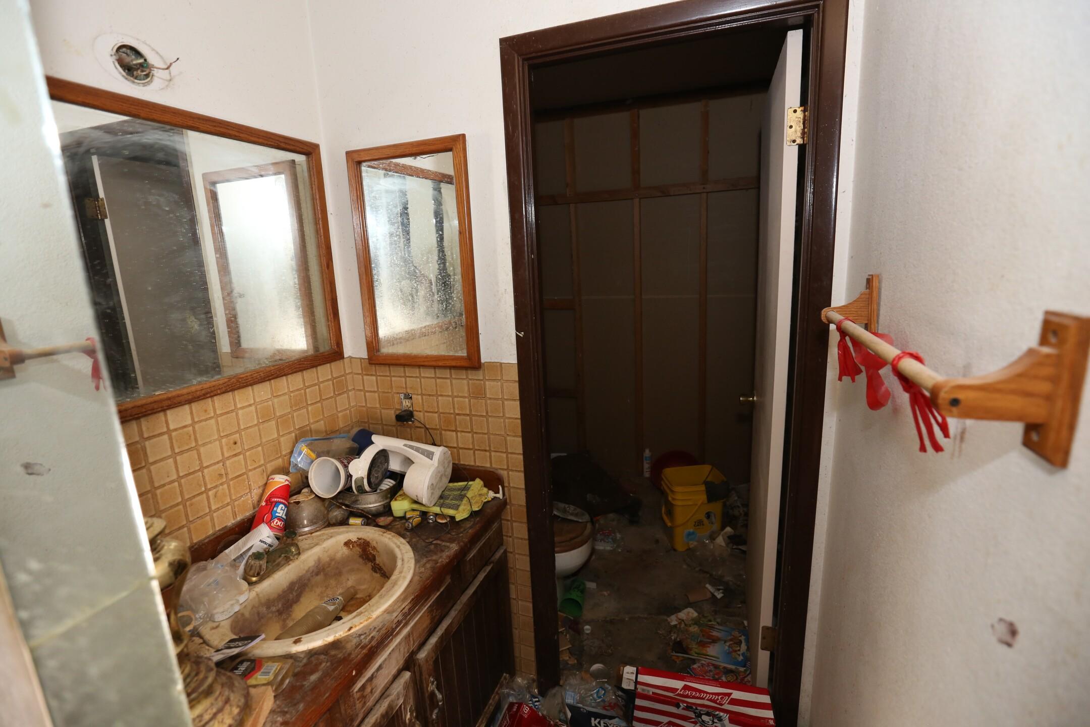 Bathroom 2 Before.JPG