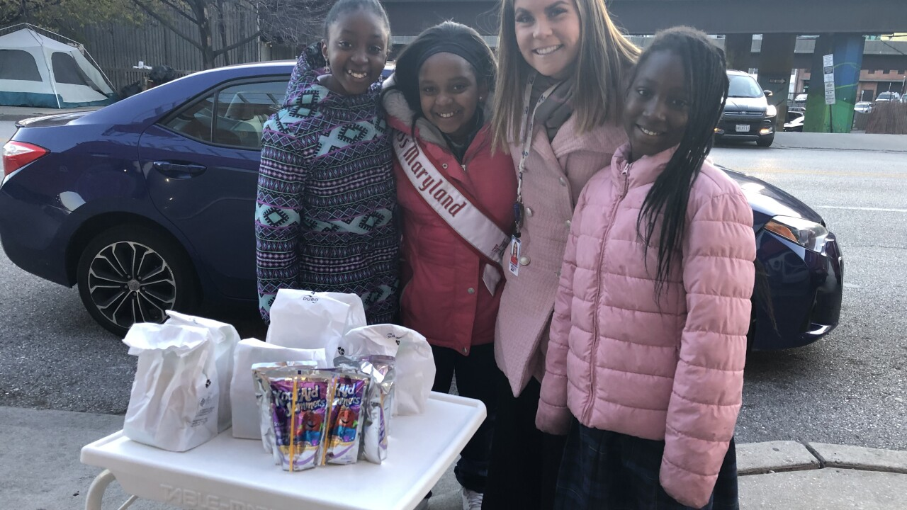 10-year-old helps spread kindness by feeding the homeless
