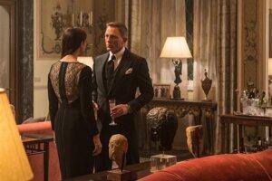 'Spectre' shoots to $73 million, misses 'Skyfall's' mark