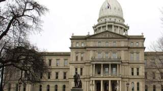Michigan lawmakers remain split on how to address growing number of COVID cases