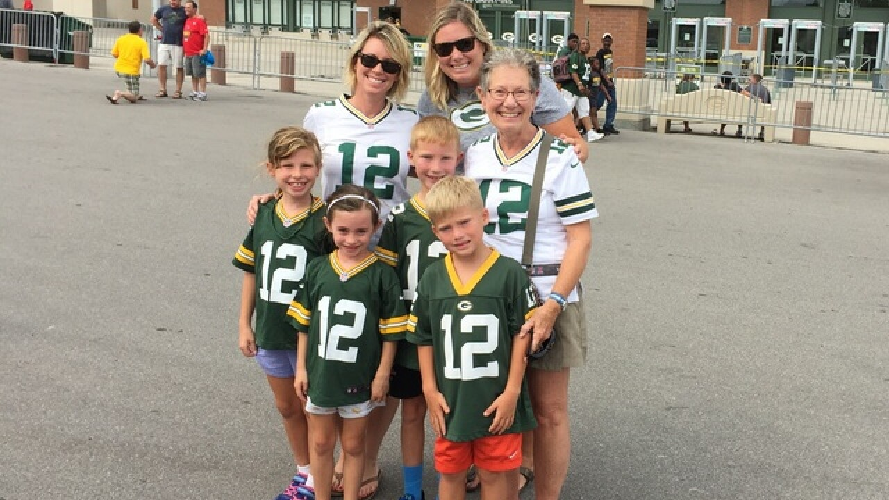 Packers fans making memories at Family Night