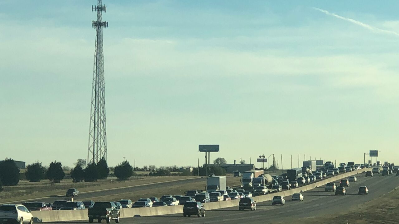 Traffic alert: Accident causes traffic back up on I-35 near Hewitt