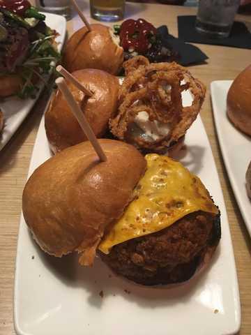 Top 10 burger restaurants in Phoenix in 2017, according to Yelp