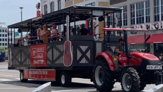 Party tractor