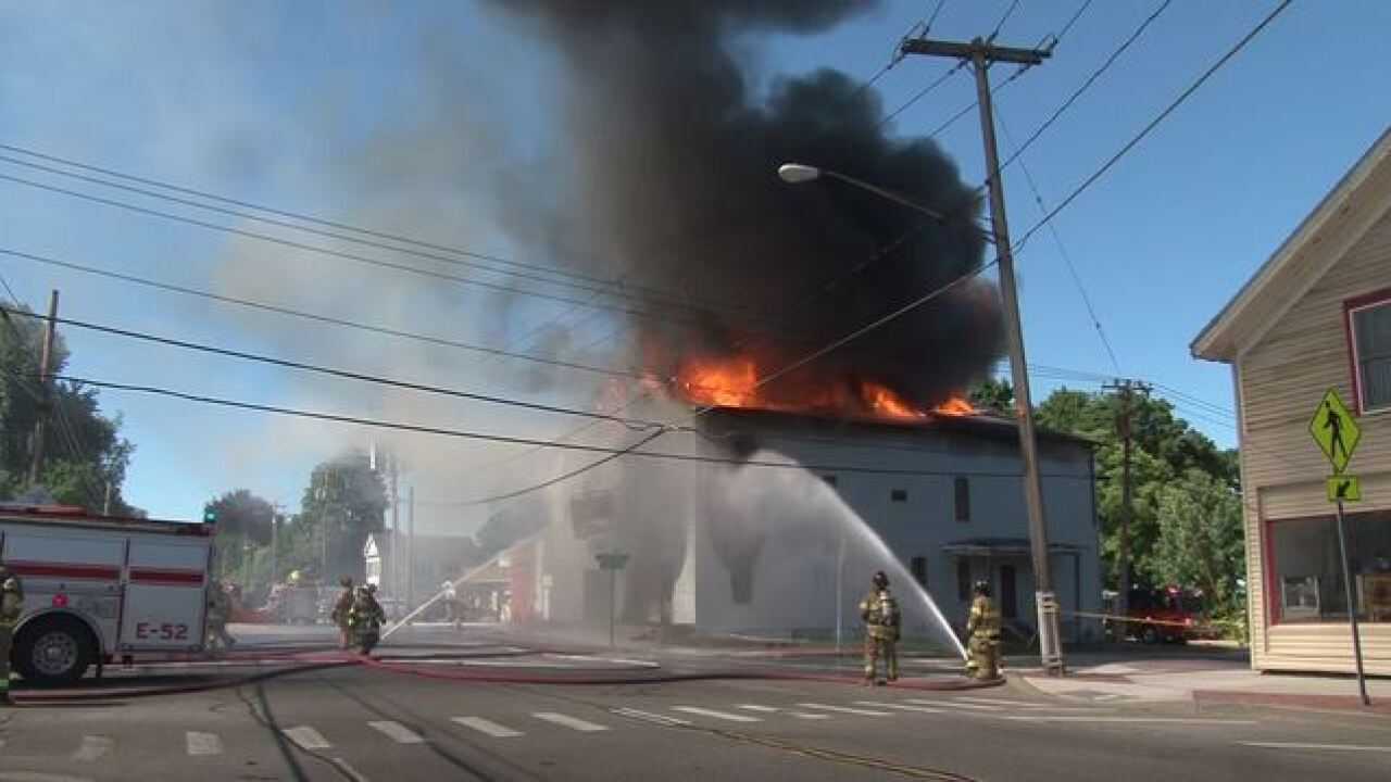 Fire roars through Elba's Stumblin' Inn