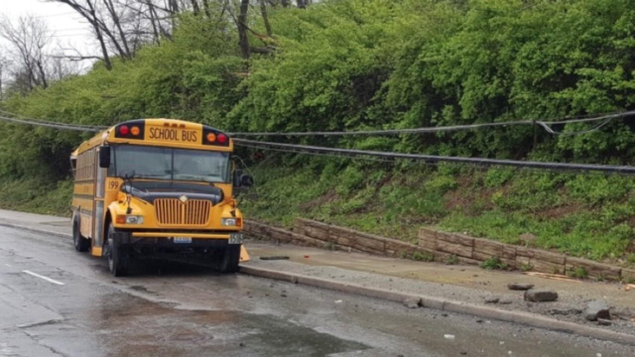 Police: 40 people involved in Ohio bus crash