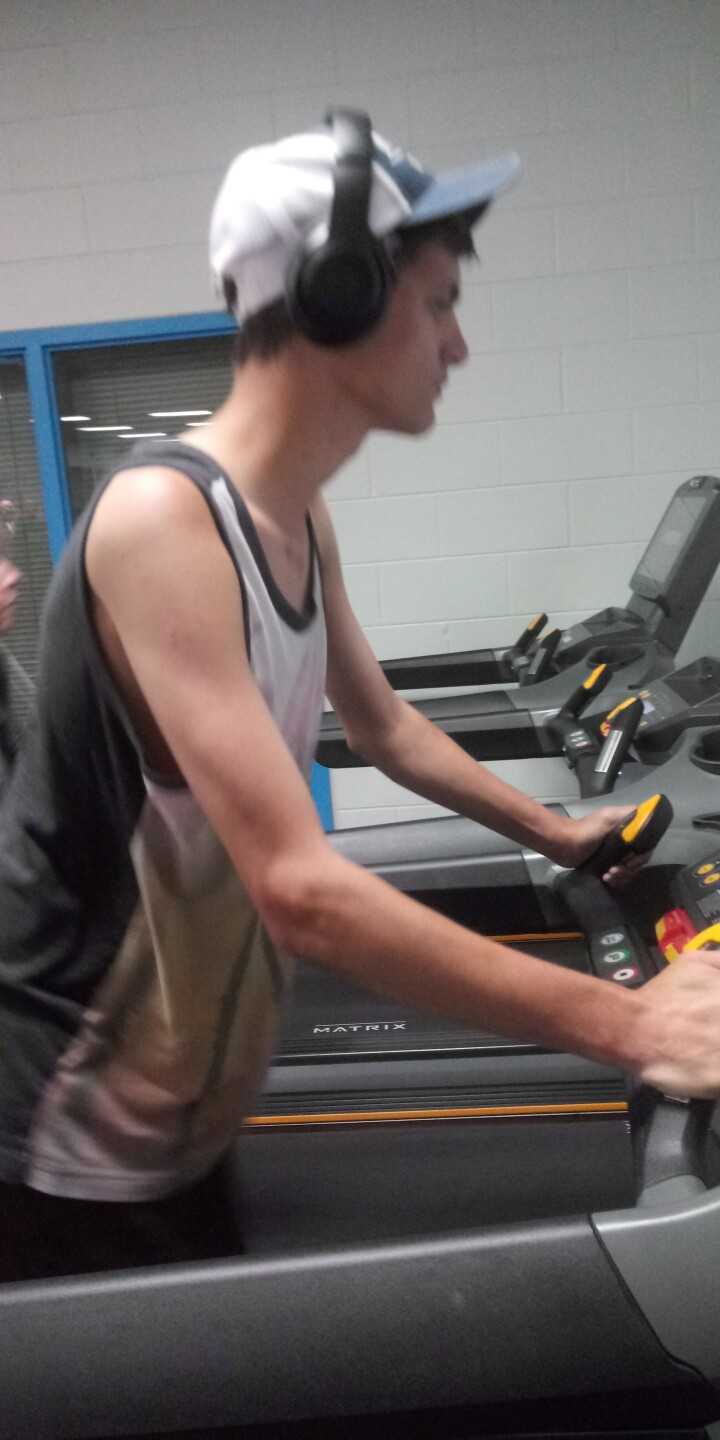 Andrew_Allen_on_treadmill.jpg