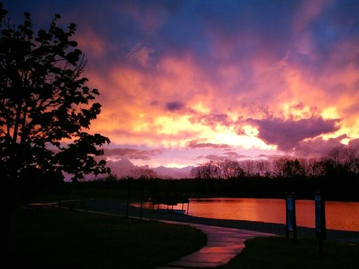 _island_lake_sunset.jpg