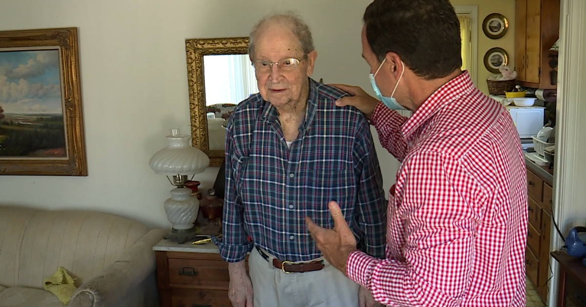 Honoring a WWII veteran who survived on a raft for days after his ship sank