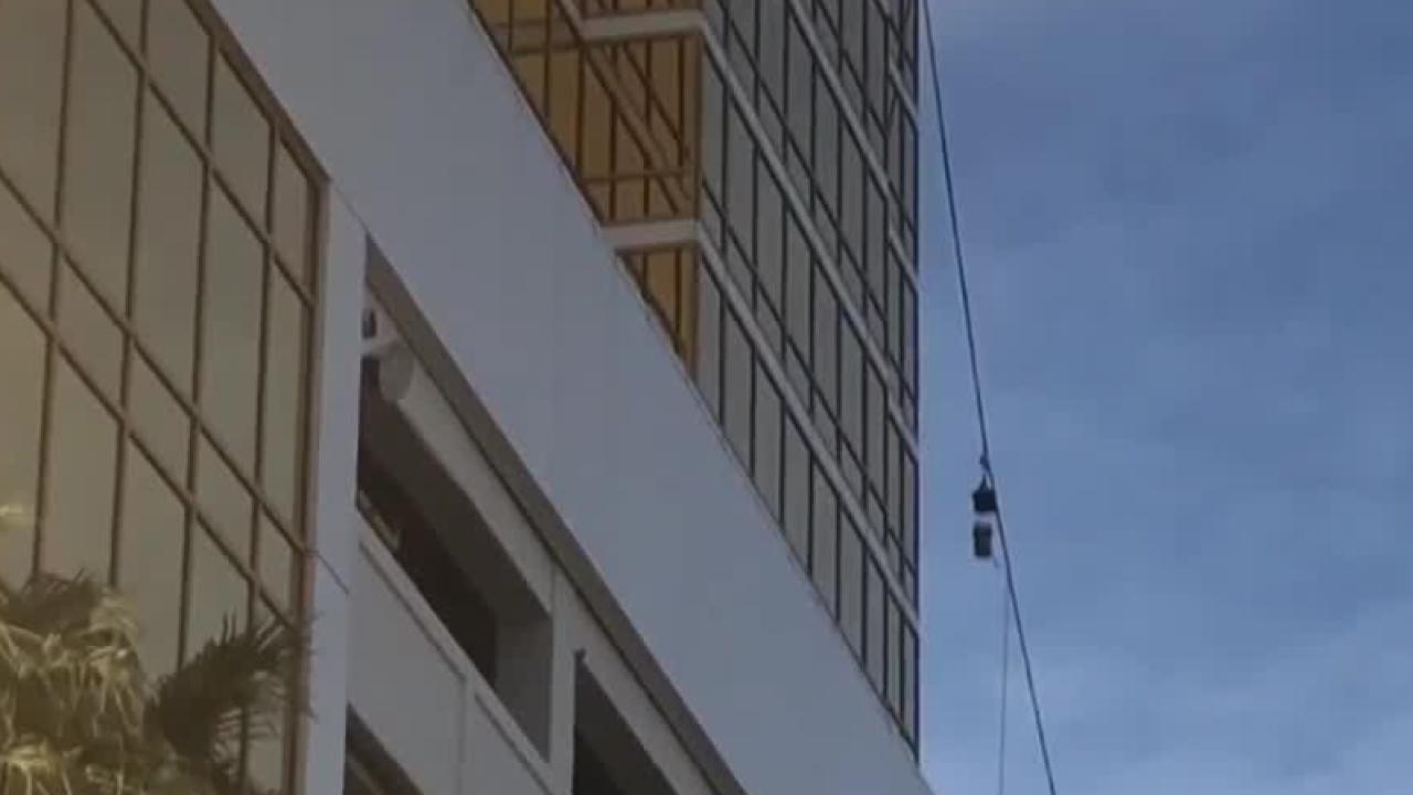 trump_international_hotel_window_washer.png