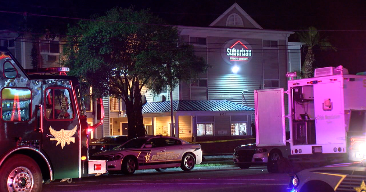 Negotiators trying to end standoff with man barricaded in Tampa hotel