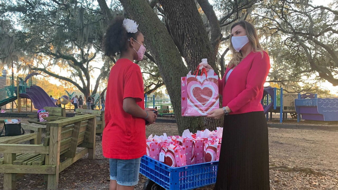 Pediatric-cancer-patients-receive-Valentine's-Day-treat-ROBERT-BOYD.jpg