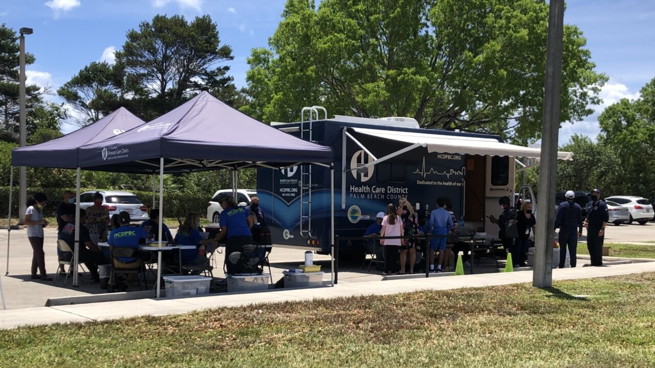 A pop-up COVID-19 vaccination clinic in Lantana on May 17, 2021.jpg