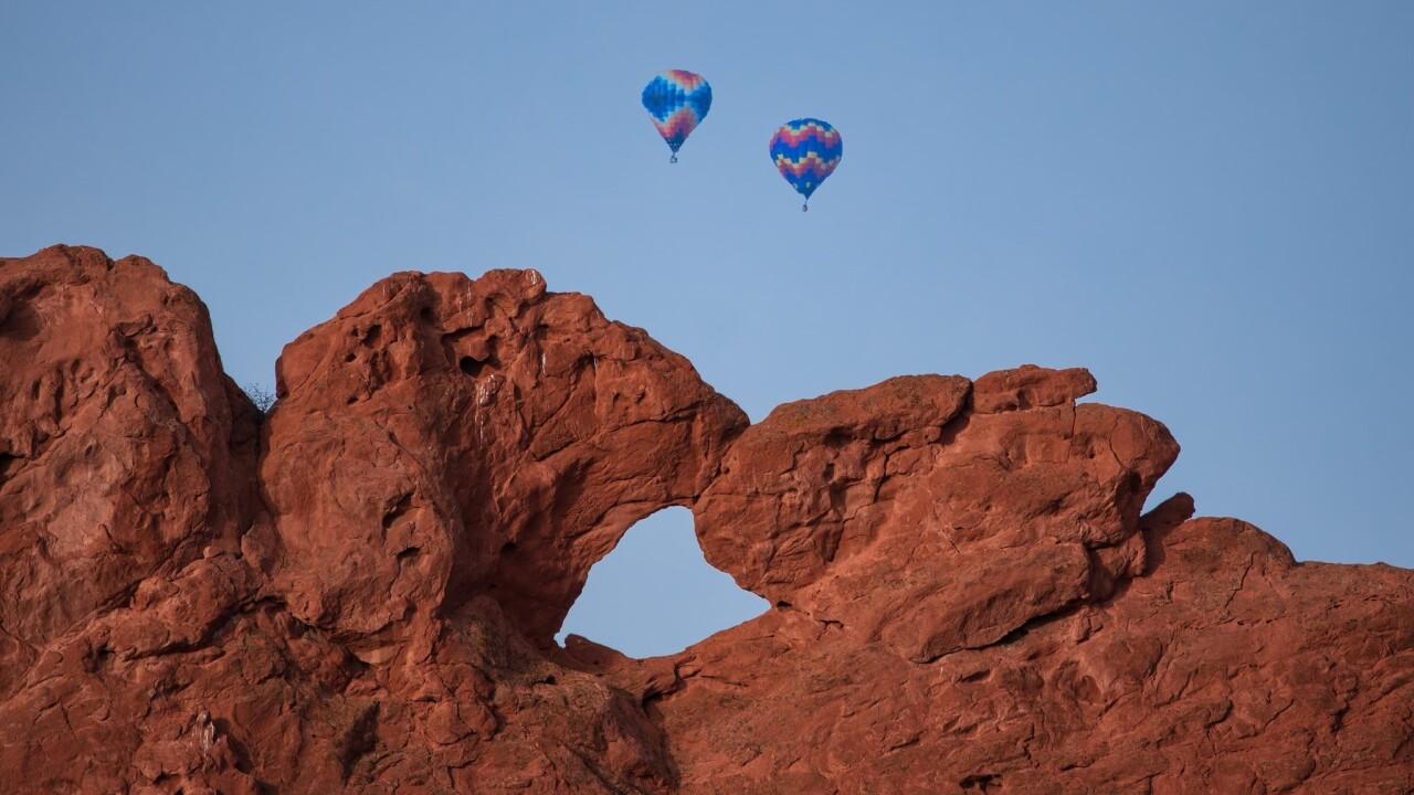 Lars Leber Photography kissing camels and hot air balloons