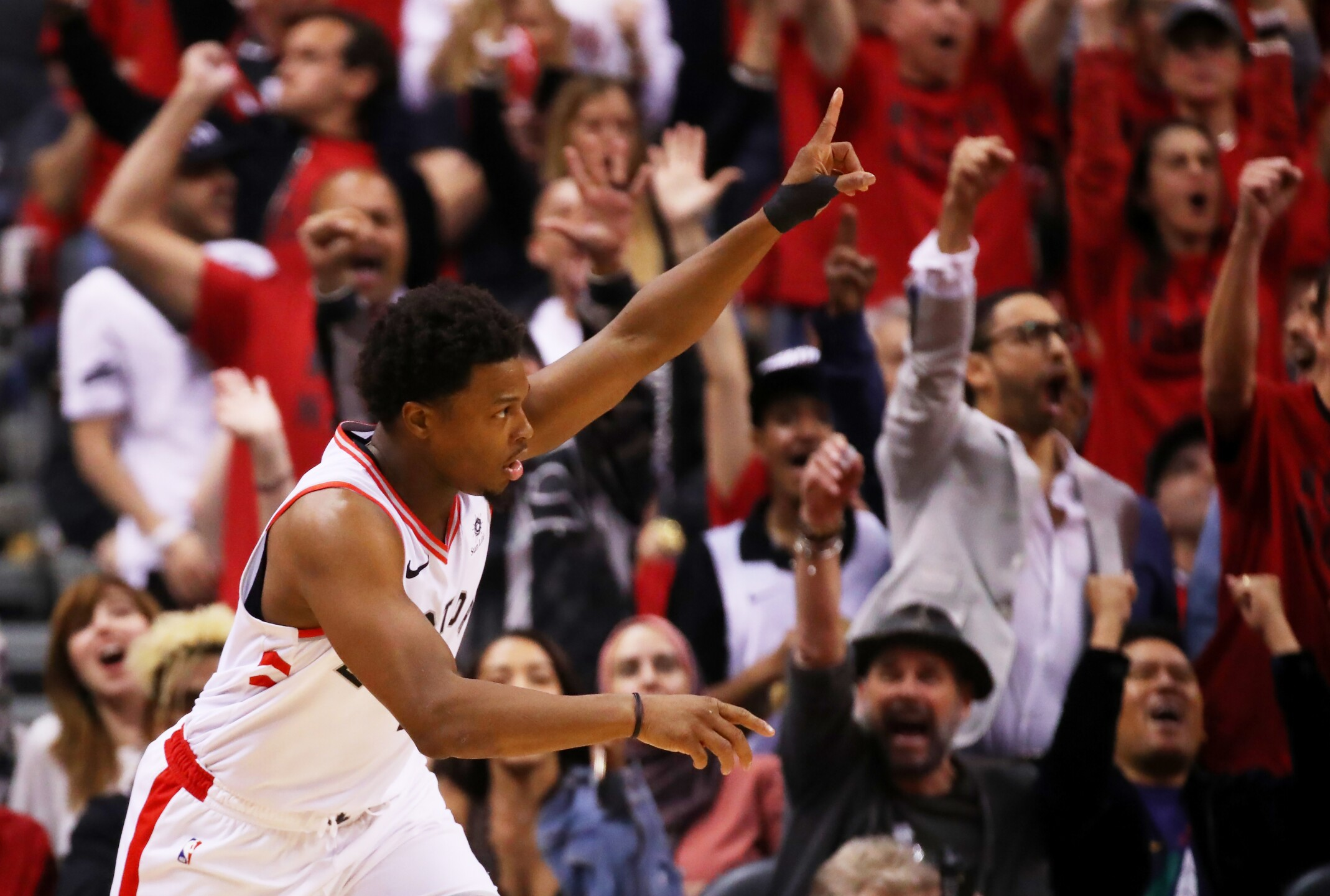 Gallery Warriors Survive Raptors 4th Quarter Push To Win Game 5