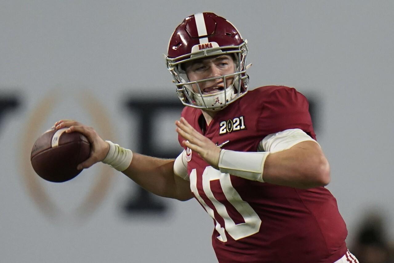 Alabama Crimson Tide QB Mac Jones throws in second half of 2021 College Football Playoff National Championship